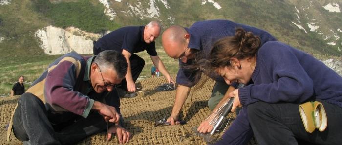 Bénévoles lors d'un chantier nature dans le Kent - Angleterre