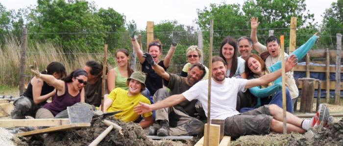 Groupe de bénévoles lors d'un chantier nature platelage